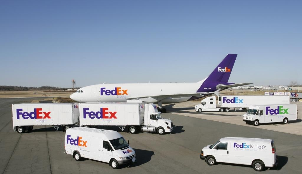 FedEx прекращает наземную доставку посылок интернет-ритейлера Amazon.com. Inc